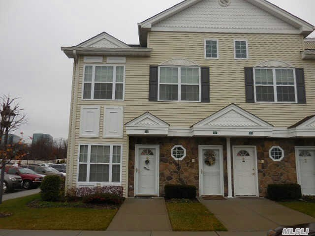514 Winter Pl, East Meadow, NY