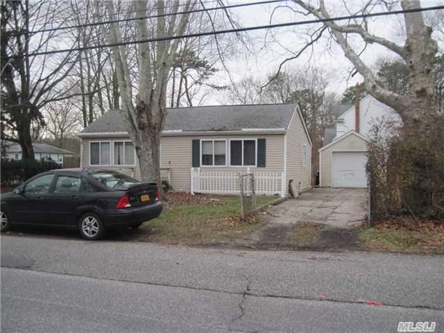 72 Lexington Road, Shirley, NY 11967