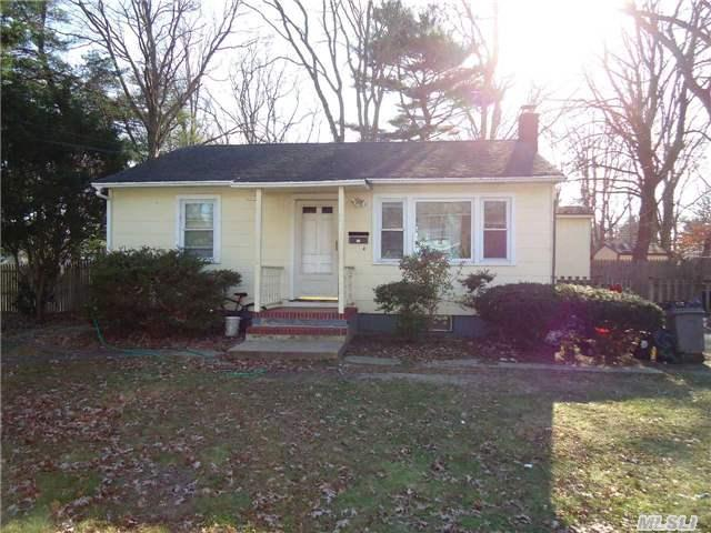 24 S 5th Ave, Brentwood NY 11717