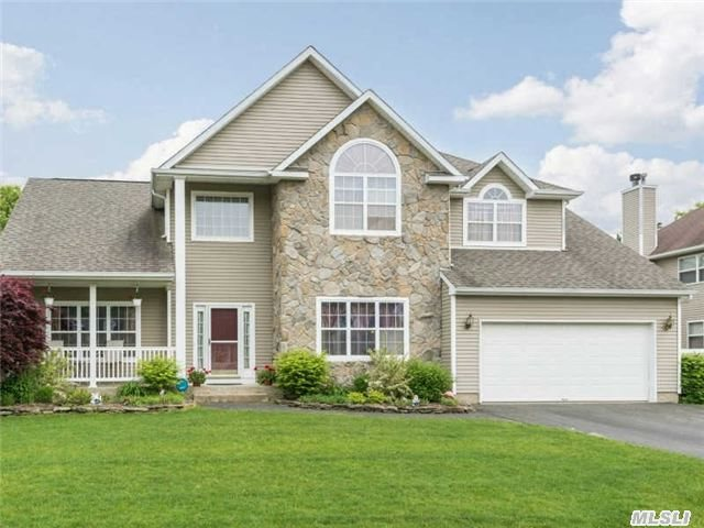 120 High View Dr, Wading River, NY