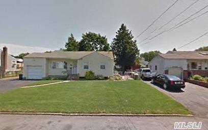 78 Morton St, Brentwood NY 11717