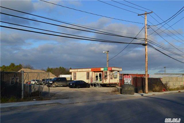 139 Peconic Ave, Medford, NY 11763