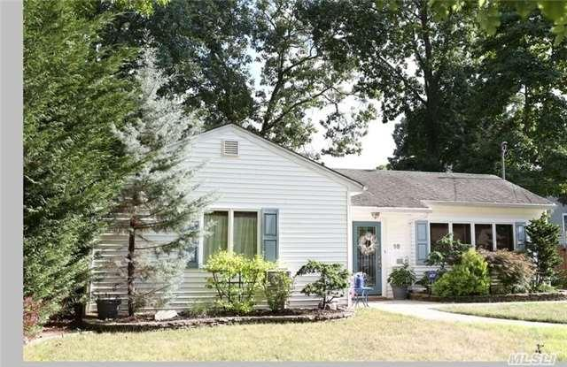 11 Pinewild Rd, Brentwood NY 11717