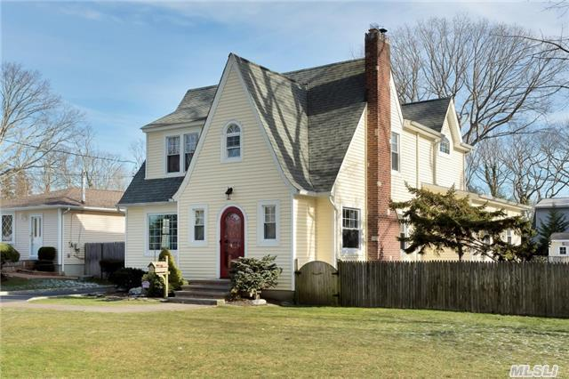 70 Log Rd, Patchogue NY 11772