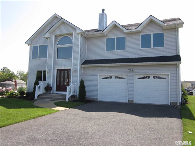 26 Landview Dr, Huntington Station, NY
