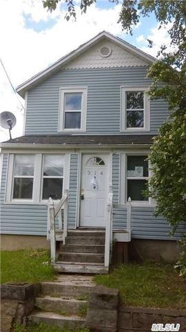 314 Raynor Ave, Riverhead NY 11901