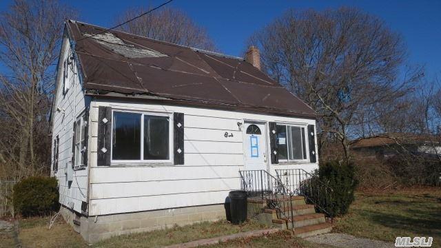 87 Meadowmere Ave, Mastic NY 11950