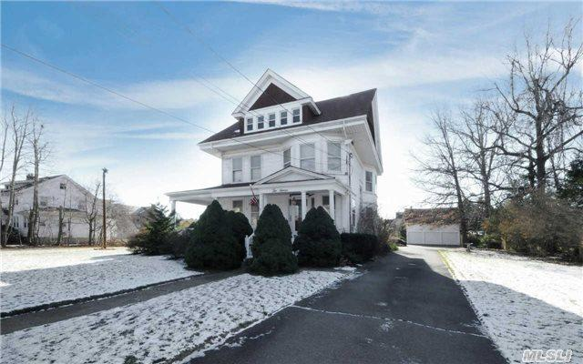 25 Lee Ave, Patchogue NY 11772
