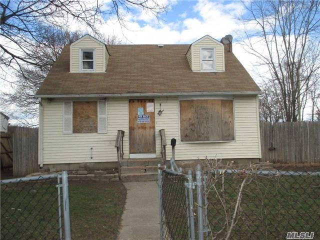 45 Davidson St, Wyandanch, NY 11798