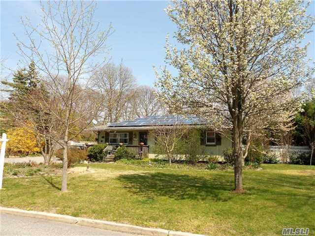 57 Country Greens Dr, Bellport, NY