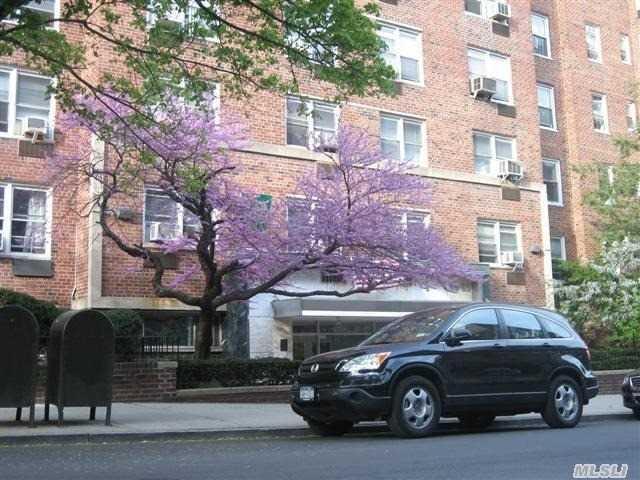 65-65 Wetherole St #APT 5R, Rego Park, NY