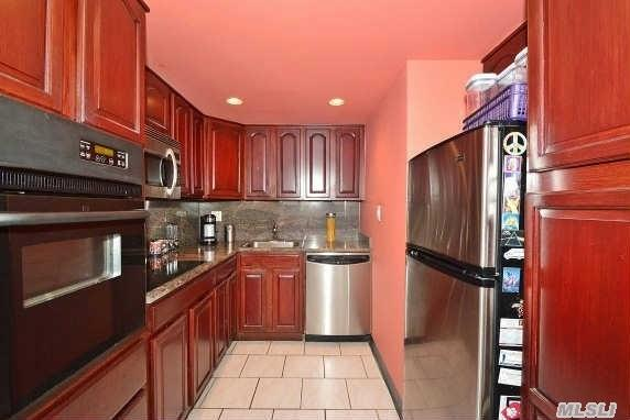 162-20 9th Ave #APT 7a, Whitestone NY 11357