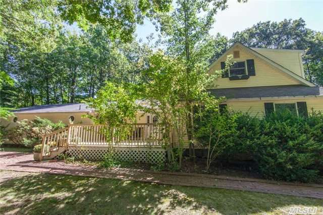 22 Whistler Hill Ln, Huntington, NY