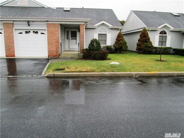 37 Primrose Ln, North Babylon, NY