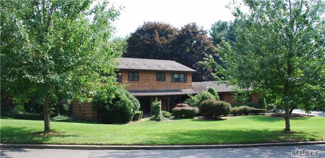 35 Peppermill Ln, Dix Hills, NY 11746