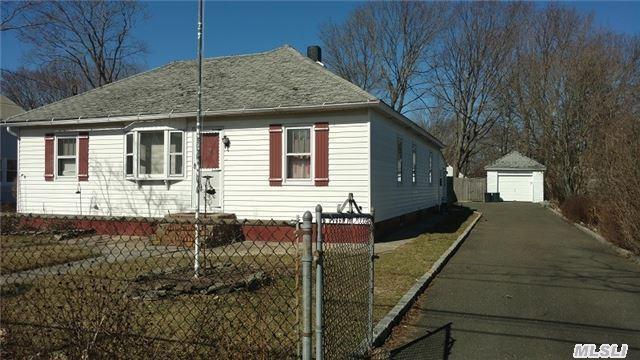 969 Wilson St, Bohemia, NY 11716