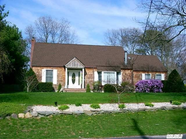 844 Pond View Rd Riverhead, NY 11901