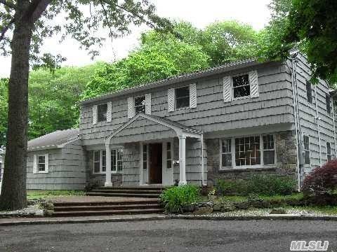 324 W Hills Rd, Huntington, NY 11743