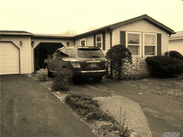 36 Greenwood Blvd, Manorville, NY