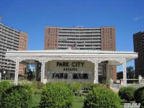 61-35 98th St #APT 15A, Rego Park, NY