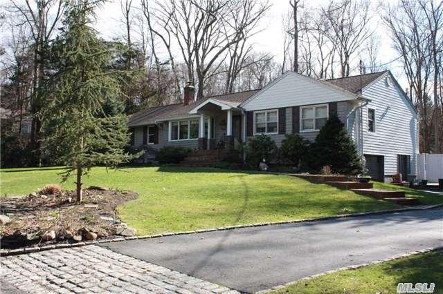 21 Sparrow Ln, Huntington, NY