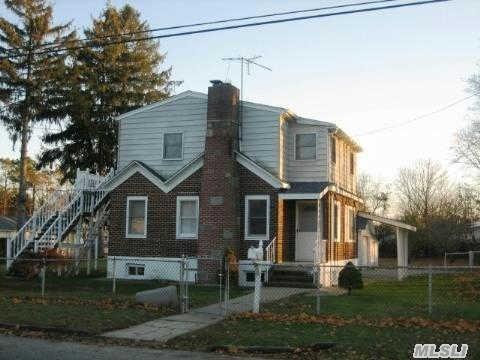16 Mindres Ave, Brentwood NY 11717