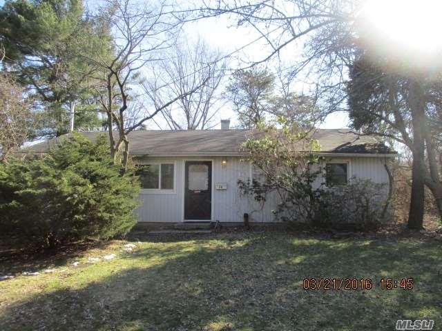26 Laurie Rd, Brentwood NY 11717