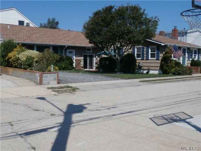 111 Baldwin Ave, Point Lookout, NY