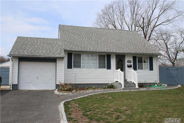 126 Westwood Dr, Brentwood NY 11717