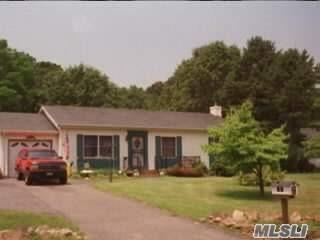 33 Sandy Hollow Ct Riverhead, NY 11901
