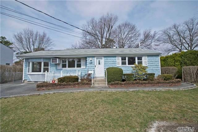 35 Harrison St, Brentwood NY 11717