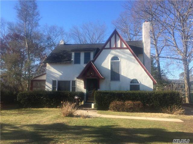 265 Windsor Ave, Brightwaters NY 11718