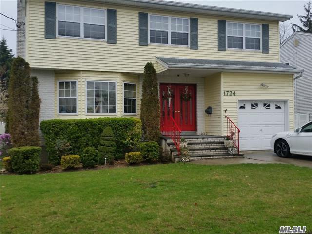 1724 Remson Ave, Merrick, NY 11566