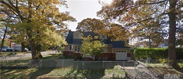 111 E Gates Ave, Lindenhurst, NY 11757