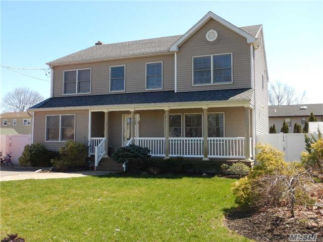 1553 11th St, West Babylon, NY 11704