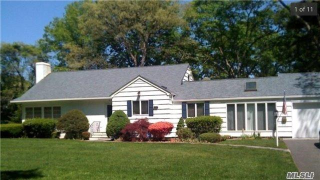 50 Mohawk Dr, Brightwaters NY 11718