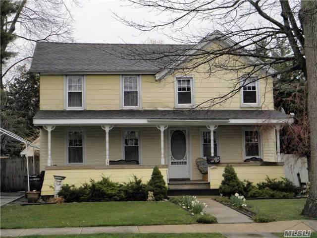 105 Lee Ave, Rockville Centre, NY 11570