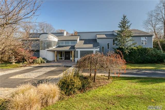 90 Coves Run, Syosset, NY
