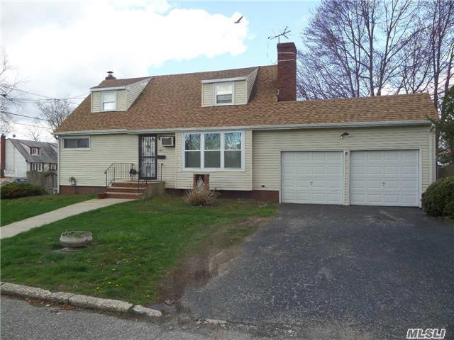 186 Lincoln Ave, Brentwood NY 11717