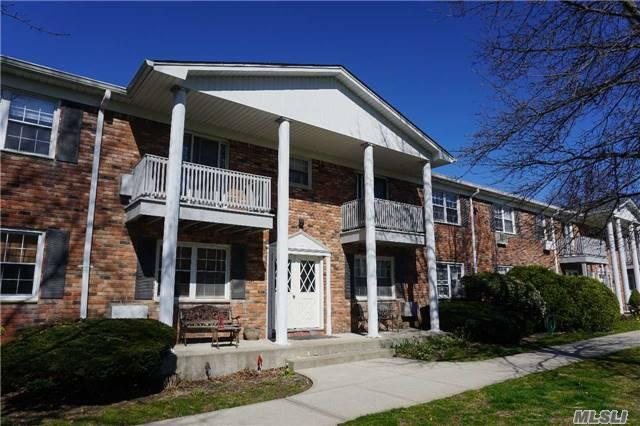 22 Fairharbor Dr #APT 22, Patchogue NY 11772
