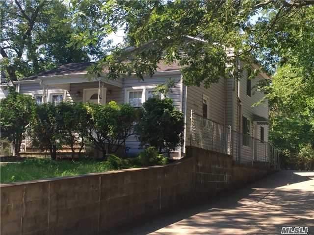 9 Cedar Oaks Ave, Farmingville, NY 11738