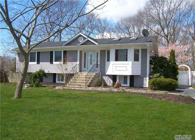 910 Old North Ocean Ave, Patchogue NY 11772