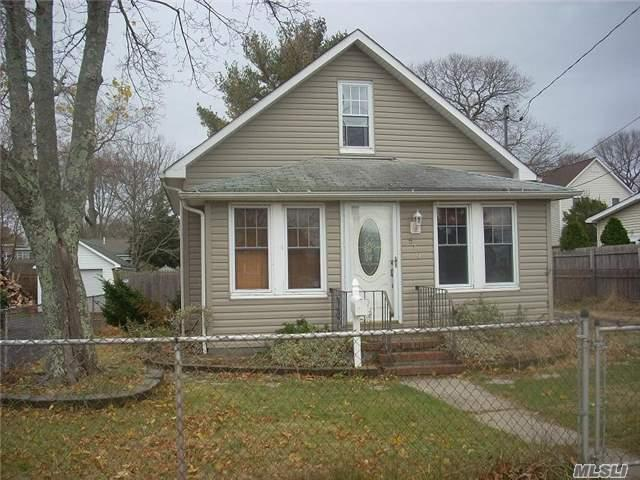 519 Sweezy Ave, Riverhead NY 11901