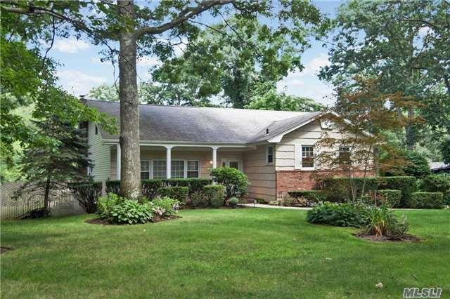 6 Carriage Ct, Huntington Station, NY