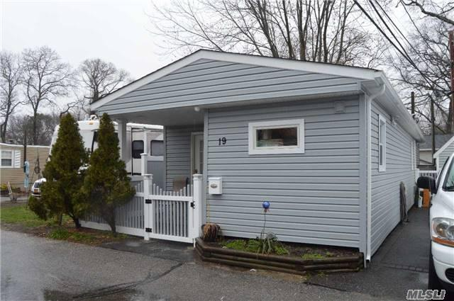 19 Mobile Dr, Bay Shore NY 11706