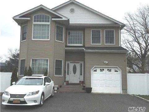 3 Oakwood St, Greenlawn NY 11740