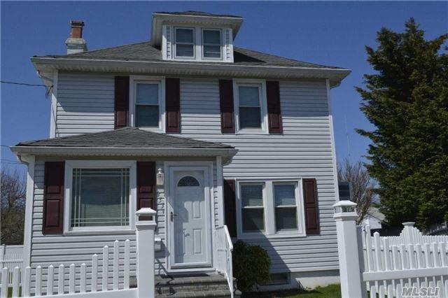 355 Molloy St, Copiague, NY 11726