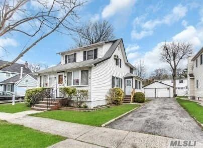 97 Grant Ave, Albertson NY 11507