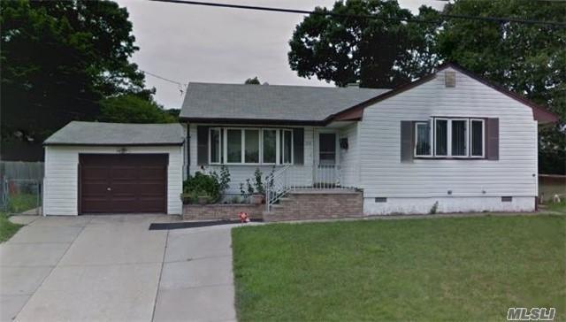206 Hilltop Dr, Brentwood NY 11717