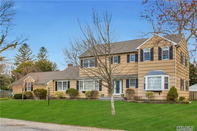 48 Mohawk Dr, Brightwaters NY 11718
